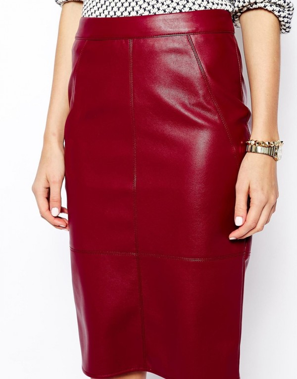Claret Compliment  Pencil Skirt in Leather Look
